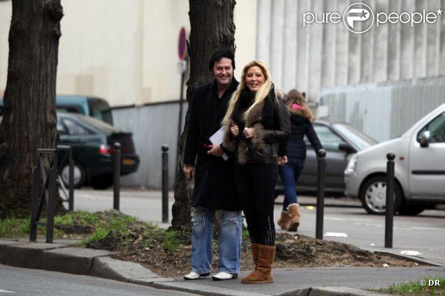Loana et son ami Eryl Prayer lors de la sortie de cette dernière de l'hôpital Sainte-Anne à Paris en janvier 2012