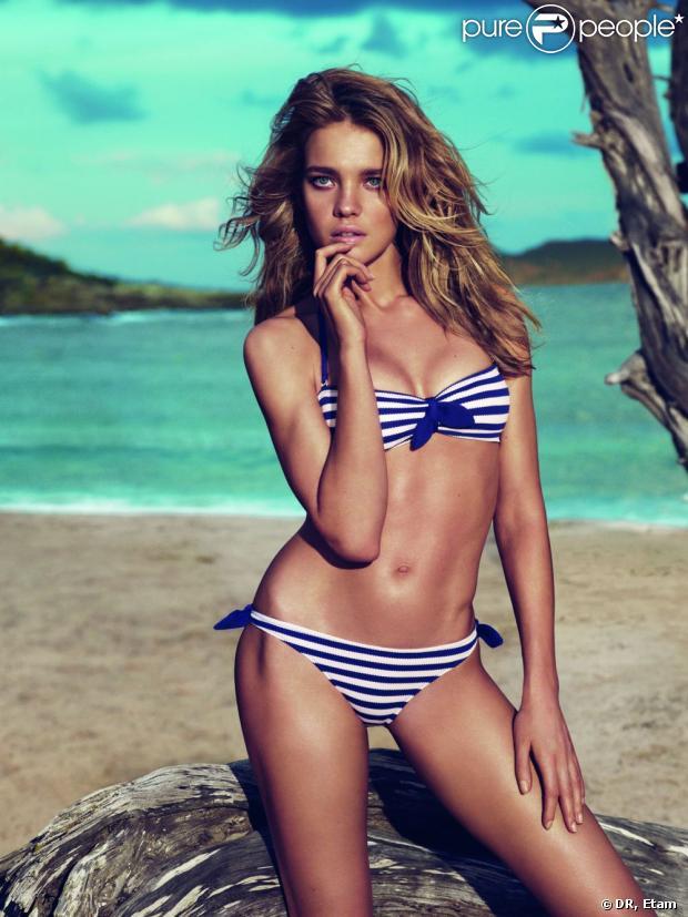 Natalia Vodianova pose dans les bikinis de sa collection été 2013 d'Etam.
