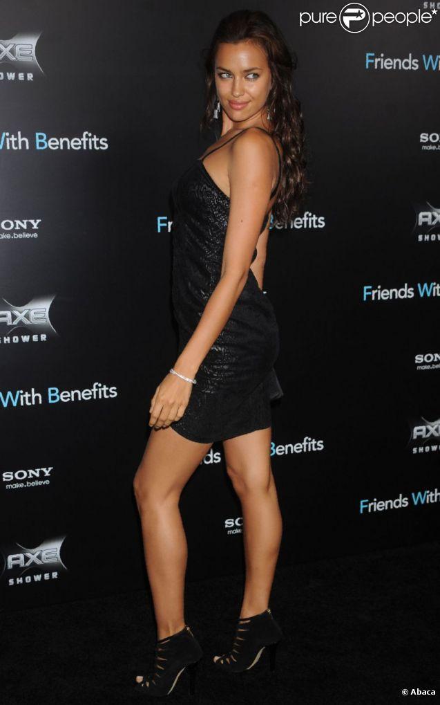 A chacune de ses apparitions, Irina Shayk fait sensation dans des tenues  moulantes et sexy, mais parfois à la limite du vulgaire... New York, 18  juillet 2011