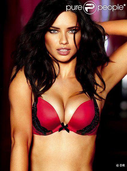 Adriana Lima incendiaire incarne la collection Very Sexy Seduction de Victoria's Secret