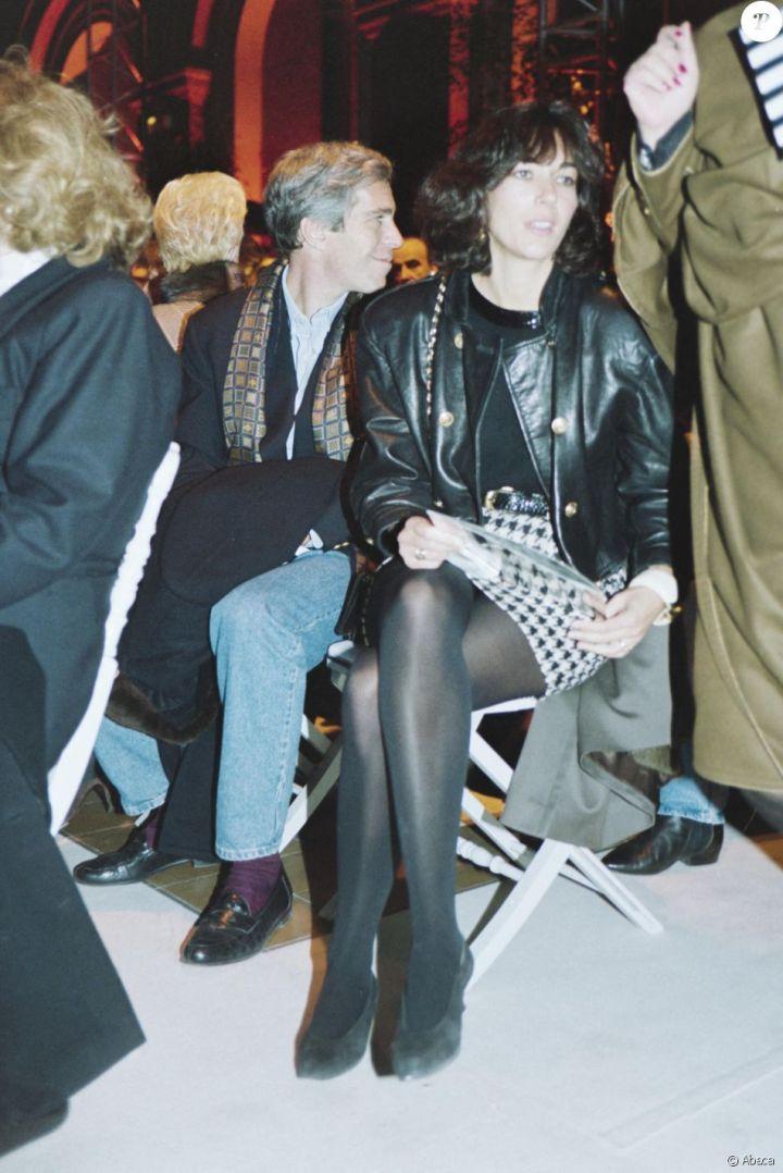 Ghislaine Maxwell et Jeffrey Epstein au défilé Valentino à Paris en 1992.