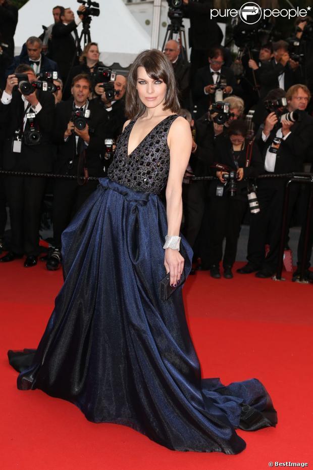 Milla Jovovich en robe Armani, le 22 mai 2013 lors du Festival de Cannes.