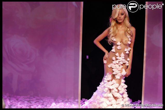 Zahia Dehar, une créatrice sexy et fière, lors de  la présentation de sa collection de lingerie pendant la Fashion Week  printemps-été 2012 au Palais de Chaillot à Paris le 25 janvier 2012