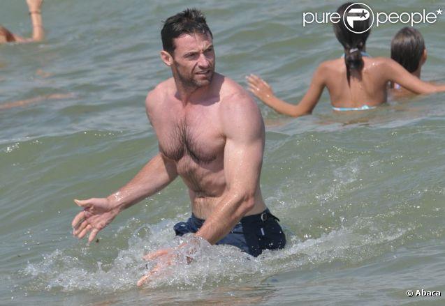 Hugh Jackman sur la plage du Club 55 à Saint Tropez. Le 31 juillet 2011.
