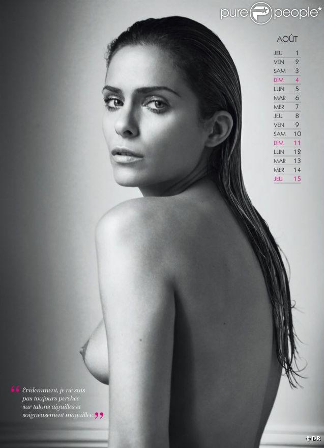 Clara Morgane pour le mois d'août de son calendrier 2013