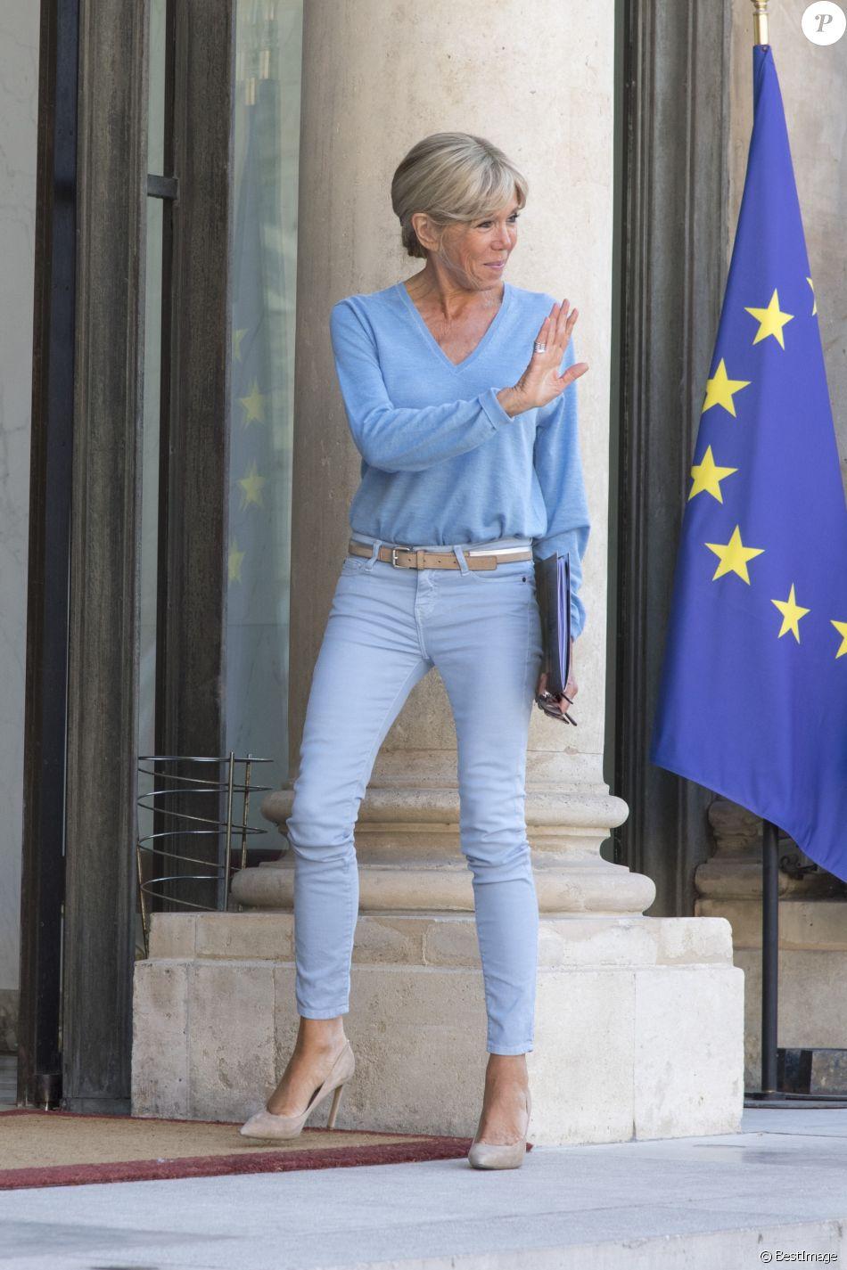 Le Première dame Brigitte Macron - Le président de la République française a reçu l'ancien gouverneur de Californie et acteur Arnold Schwarzenegger au palais l'Elysée à Paris, le 23 juin 2017. © Pierre Perusseau/Bestimage