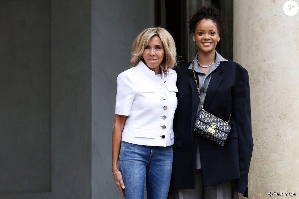 La chanteuse Rihanna est reçue par Brigitte Macron au palais de l'Elysée à Paris, le 26 juillet 2017, venue pour un entretien avec le président de la République. © Stéphane Lemouton / Bestimage