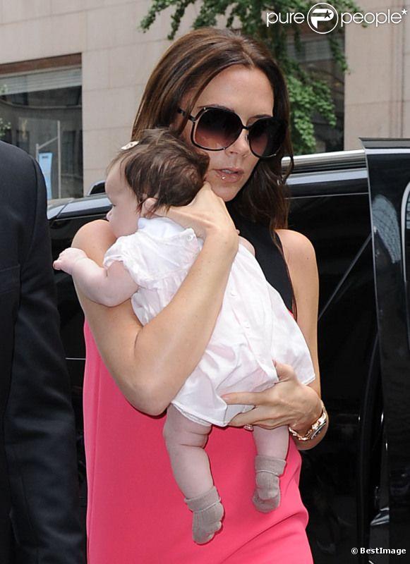 Victoria Beckham avec sa fille Harper lors de la Fashion Week new-yorkaise le 11 septembre 2011