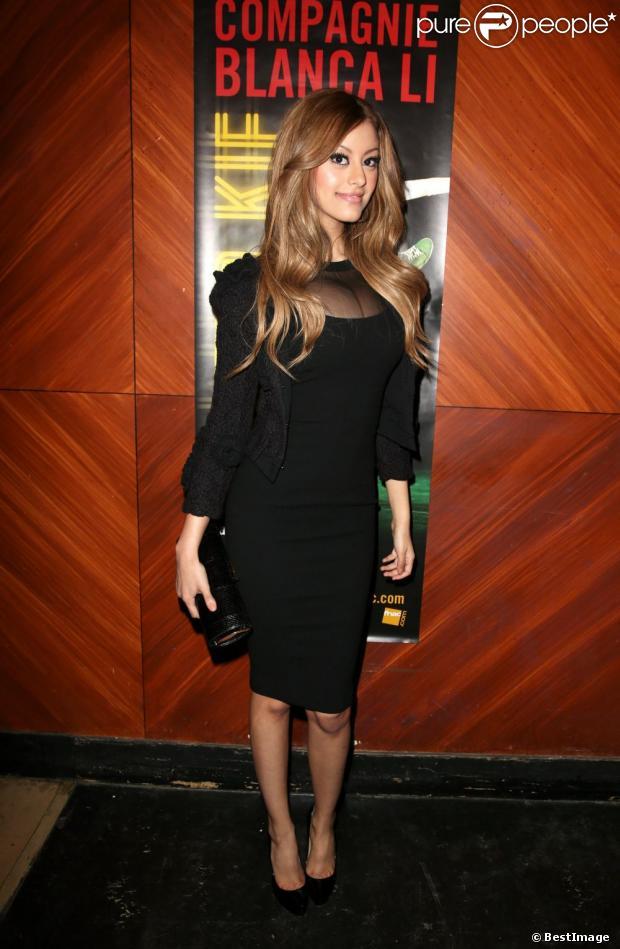 "Exclu :Zahia Dehar, superbe en brune, à La Cigale pour ""Elektro Kif"" de Blanci Li, à Paris le 8 avril 2013."