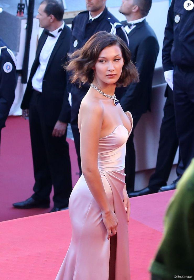 10af126cd2009 Bella Hadid (robe Alexandre Vauthier) - Montée des marches du film