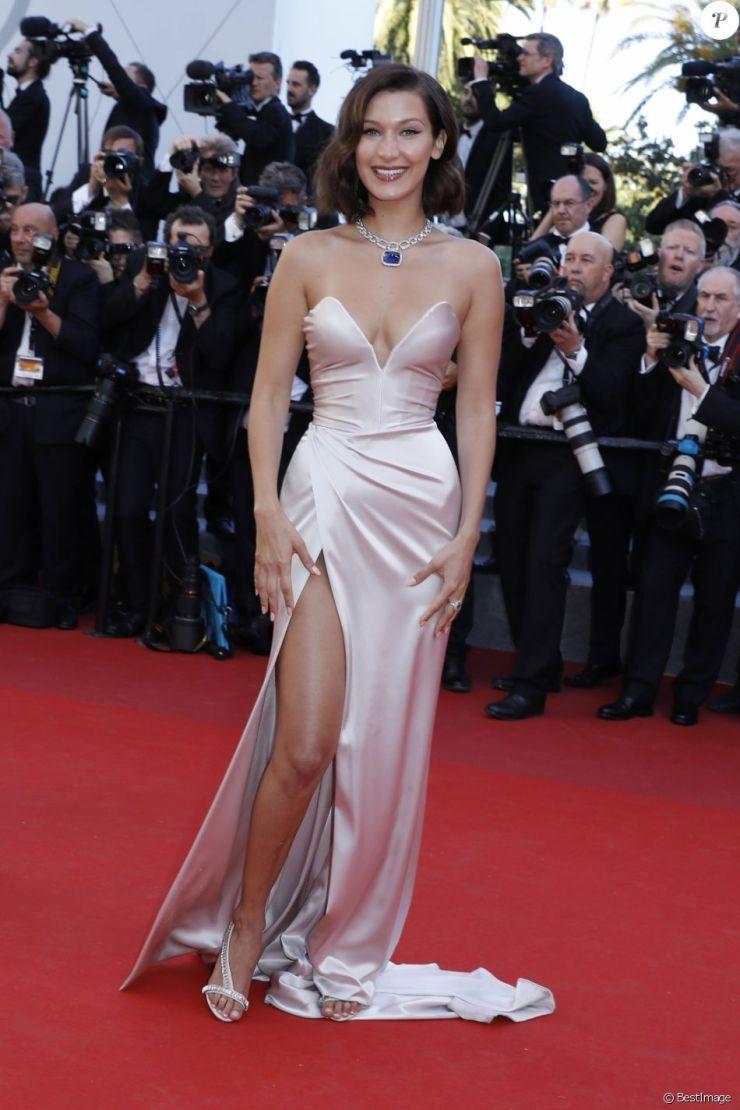 5f4c92349eb43 ... Bella Hadid (robe Alexandre Vauthier) - Montée des marches du film