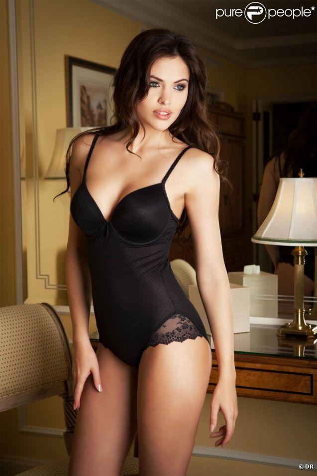 Hana Nitsche, sublime, prend la pose pour la lingerie Enamorata