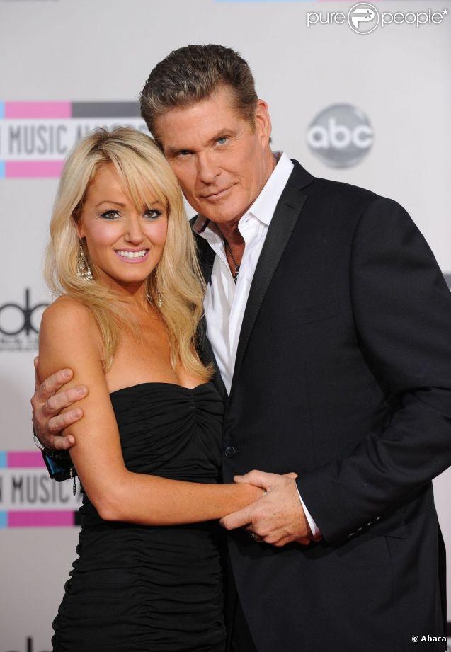 David Hasselhoff et sa chérie Hayley Roberts le 20 novembre 2011 à Los Angeles
