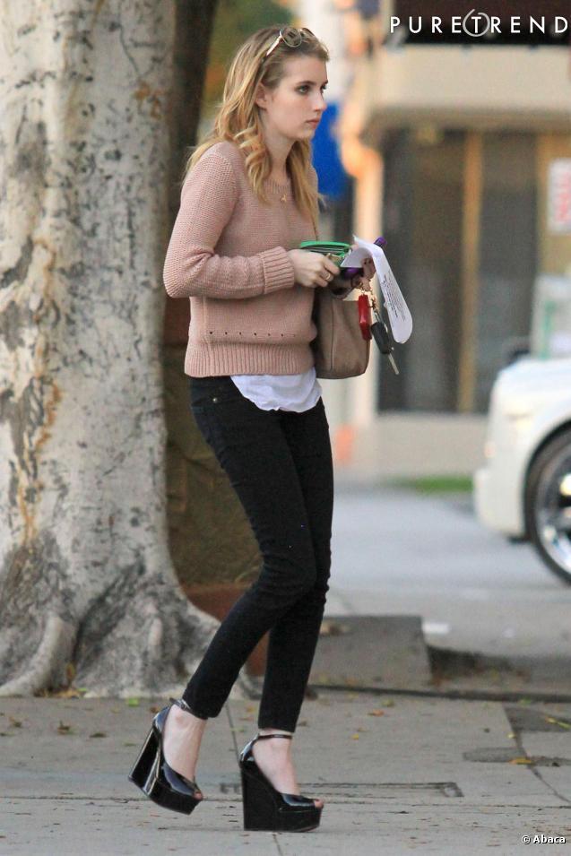 Emma Roberts dans les rues de Los Angeles.