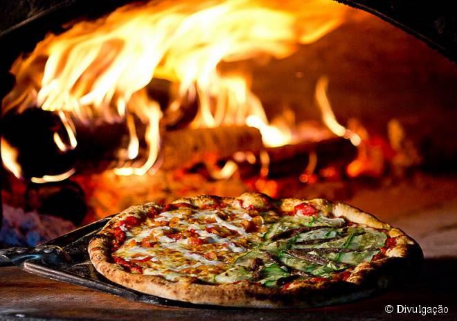 Especializado em pizzas, o Artesano Pizza Bar oferece 39 sabores diferentes, incluindo diversas opções vegetarianas