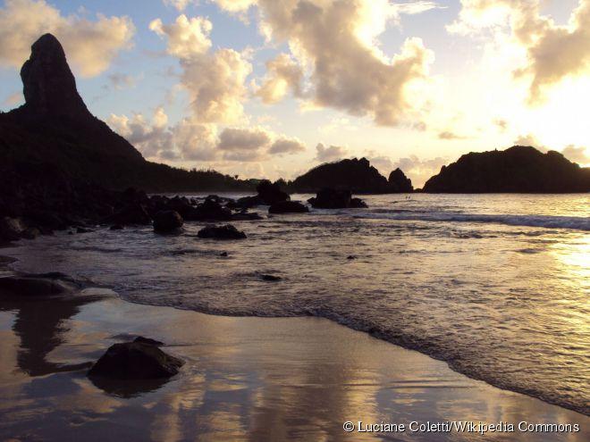 Entardecer na praia do Cachorro, que ganhou esse nome por conta de uma fonte em forma de cachorro que existia no local
