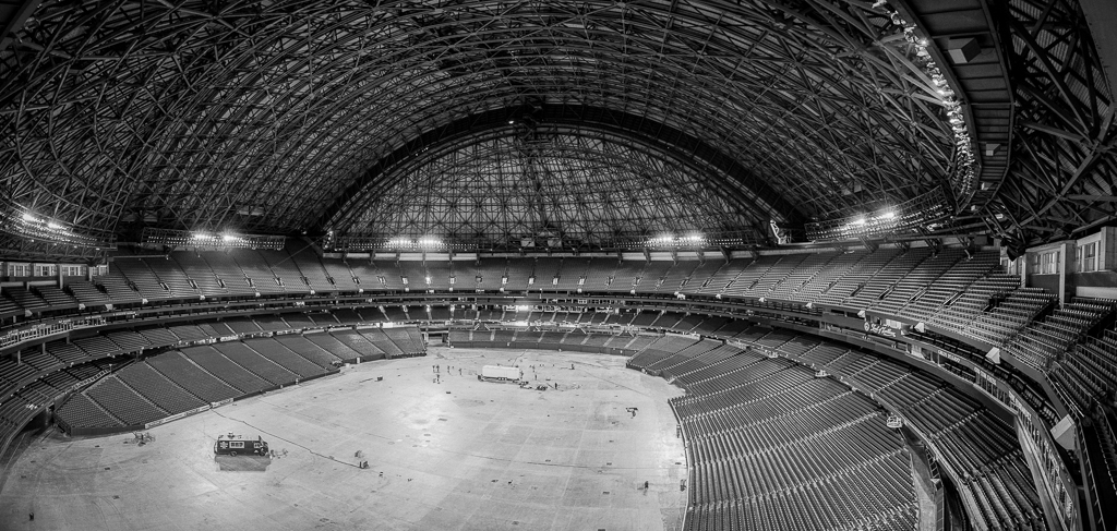 Rogers Centre One of the cooler experiences from the year was to shoot the inside of the Rogers Centre from the hotel room when nobody was in it. Also got to experiment with panoramic shots which I haven't done much of.