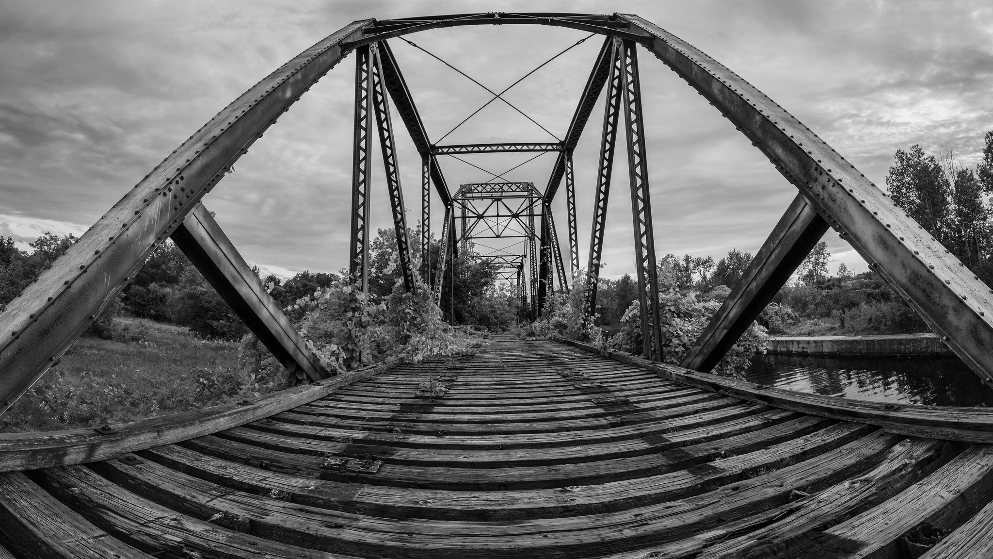 Old Swinging Rail Bridge (1/125s, f/8, ISO800)
