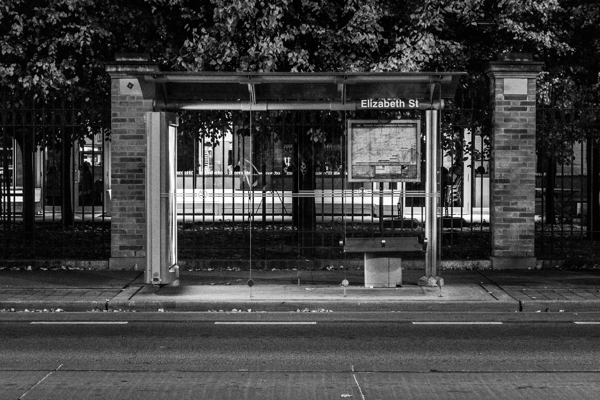 Elizabeth Street (1/15s, f/5.6, ISO5000)