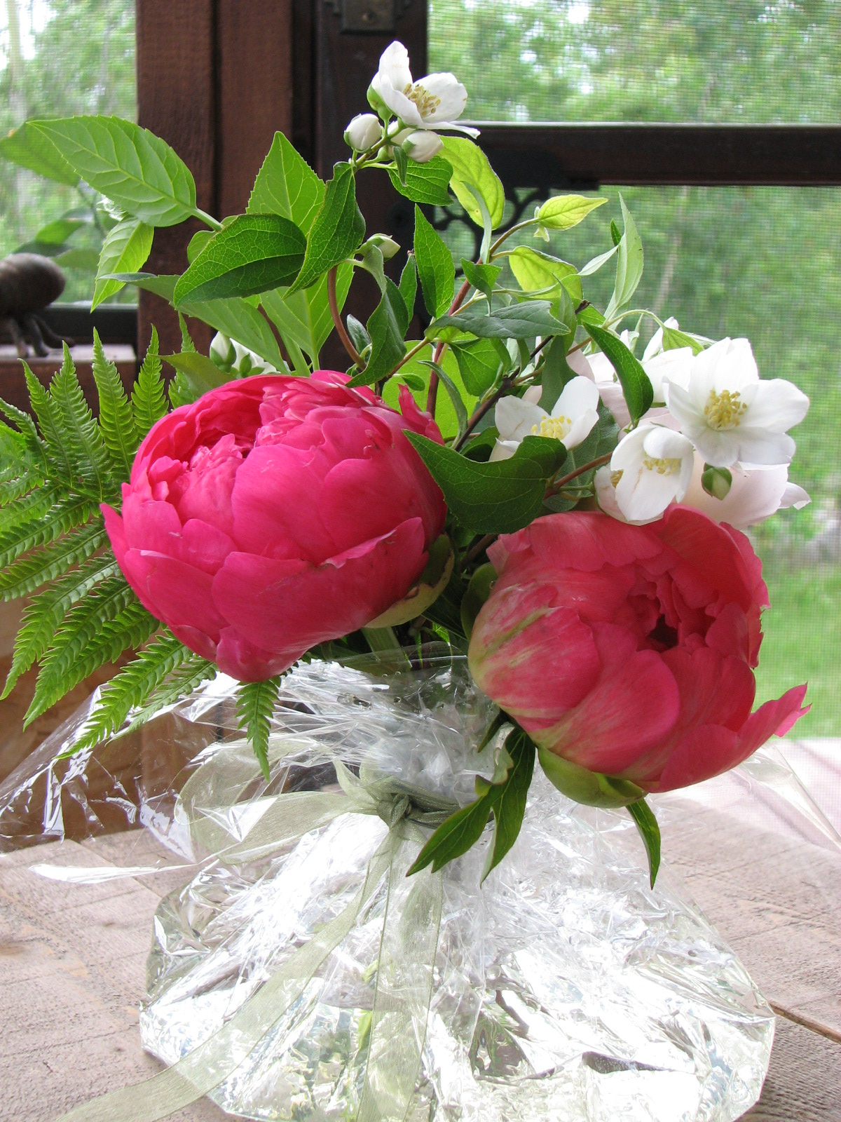 Cutting and Storing Peony Blossoms     Boreal farms Peonies make excellent cut flowers and you can create your own beautiful  bouquets with only a few blossoms  the flowers are so large they create a  big