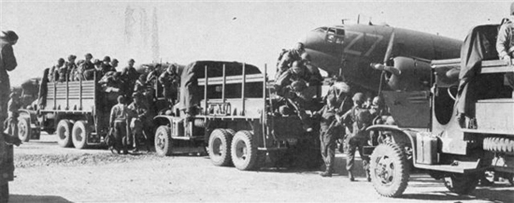 March 24, 1945 morning: on the way to the biggest airborne operation of the World War II. Soldiers of the 17th Airborne are on the marshalling area just before boarding their planes (National Archives).