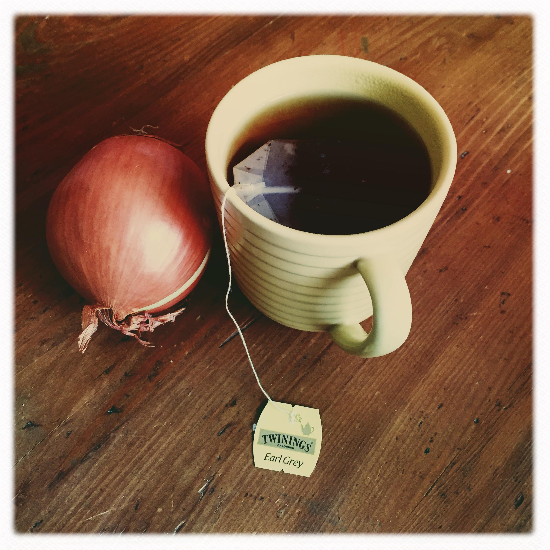 la cipolla è servita per il ragù, giuro che non l'ho mangiata bevendo il thè :)