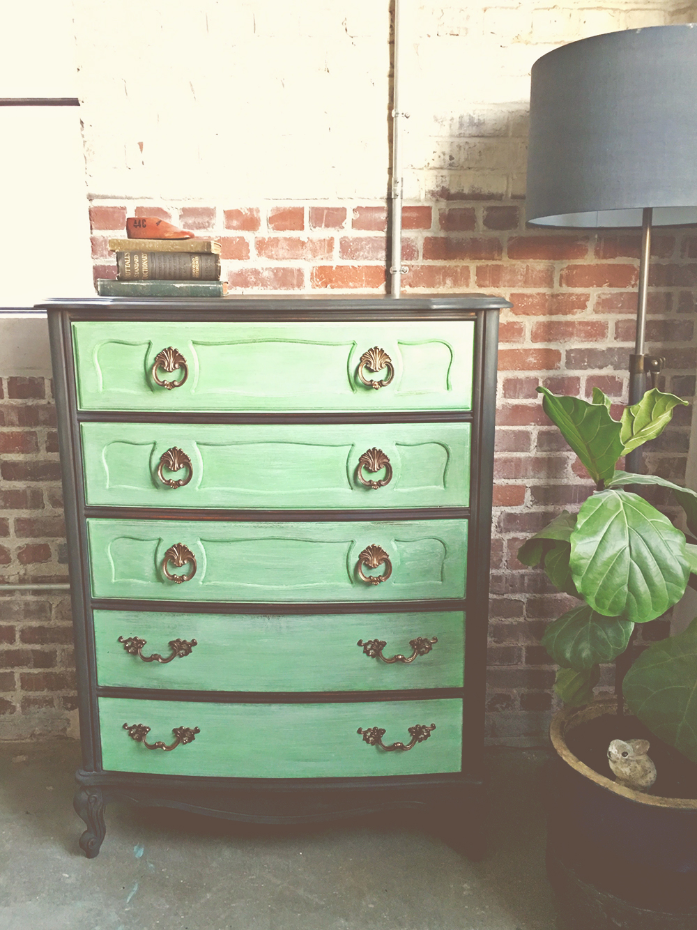 Creating A Bold Two Toned Dresser Annie Sloans Antibes