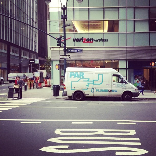 PAR | BUS (at 521 5th Ave.)