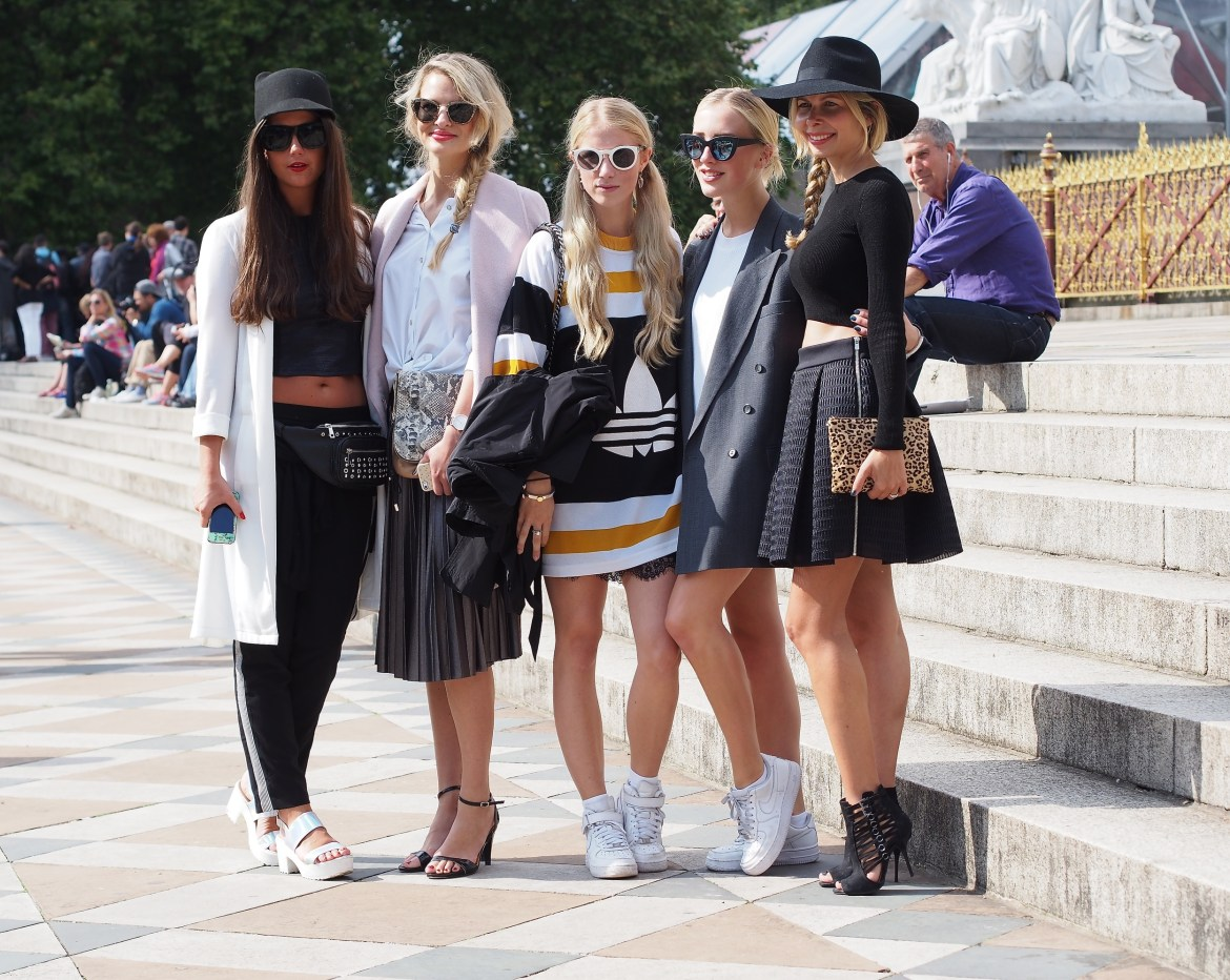 Meeting and hanging with fellow bloggers outside the Burberry show. From left to right: Chloe Sterk, Christina Hauck, Laura Tonder and Sarah Mikaela.