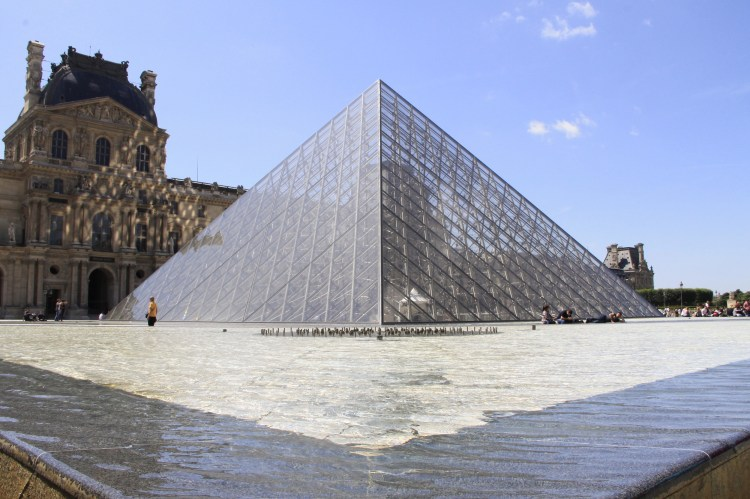 Louvre Safnið er stórkostlegt.