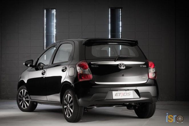 toyota etios platinum hatchback 2+%28A+WEB%29