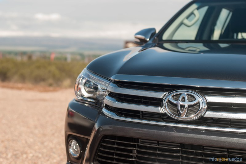 Contacto: Toyota Hilux 2016 11