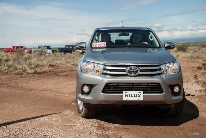 Contacto: Toyota Hilux 2016 32