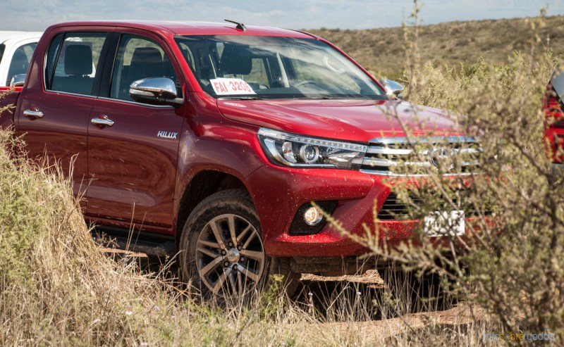 Contacto: Toyota Hilux 2016 3