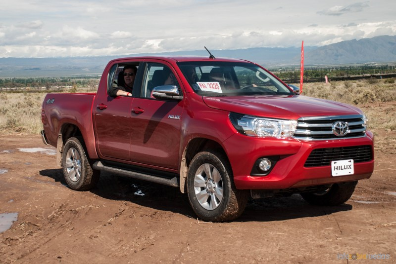 Contacto: Toyota Hilux 2016 36