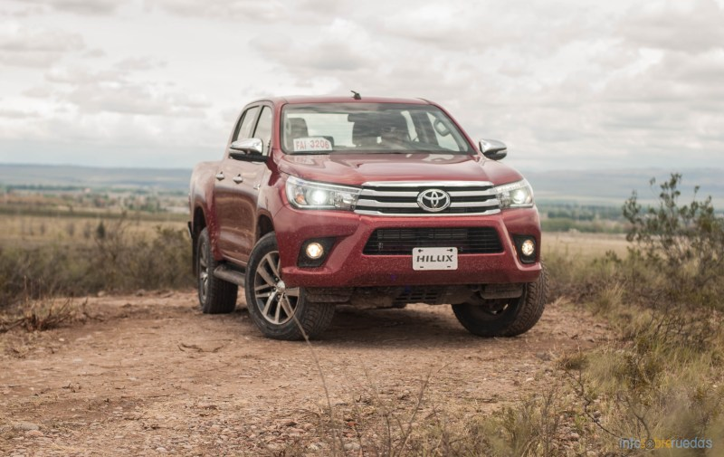 Contacto: Toyota Hilux 2016 57