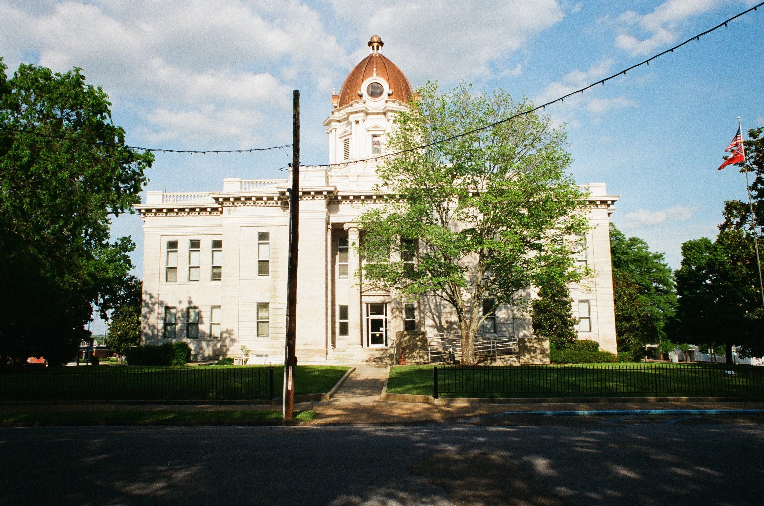 The Lee County courthouse in downtown Tupelo was built in 1915. Just a couple blocks away were the Tupelo Fairgrounds where Elvis would perform a much-heralded homecoming show in 1956.