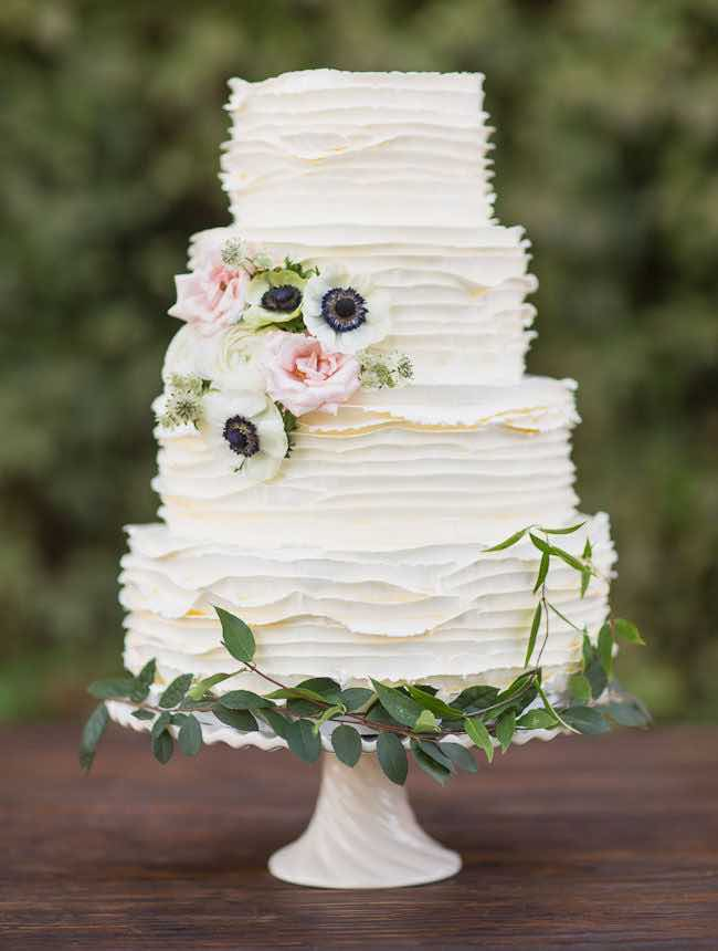 20 Beautiful Buttercream Wedding Cake Ideas     the bohemian wedding White Buttercream Wedding Cake with Flower Accents
