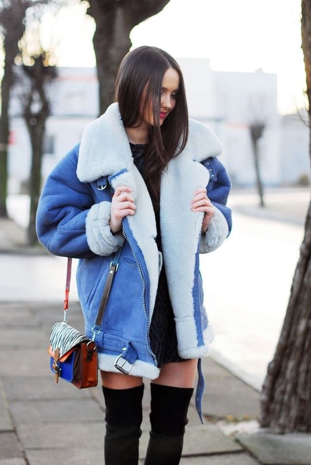 The aviator coat looks best with none other than aviator sunnies for that effortless cozy look. Aviator coats are such a staple you really don't need much else to pull your look together. Looks great with ankle booties or Yeezy's.