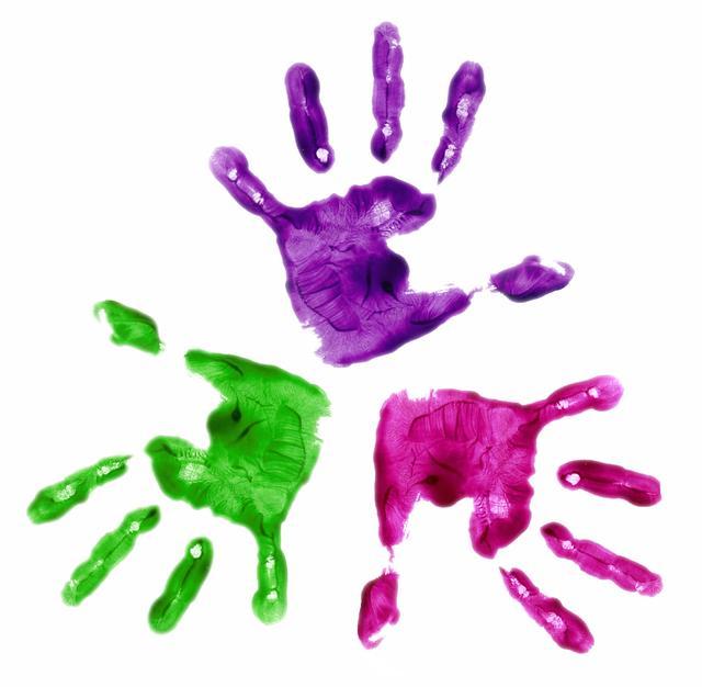 kids-handprint-clipart-dTrLRBbT9