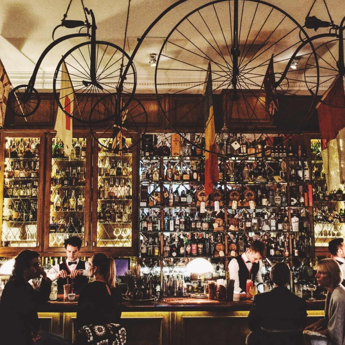 THE BEST HIDDEN COCKTAIL BARS IN PARIS
