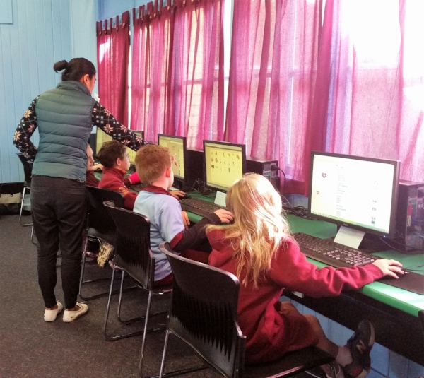Coding Kids founder Emily de la Pena sharing her passion for code with Longreach students
