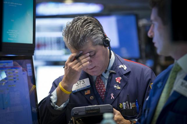 Traders work on the floor of the New York Stock Exchange August 24, 2015. REUTERS/Brendan McDermid
