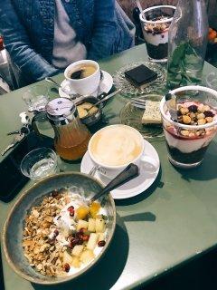 (L) coconut yogurt bowl (R) chocolate overnight oats