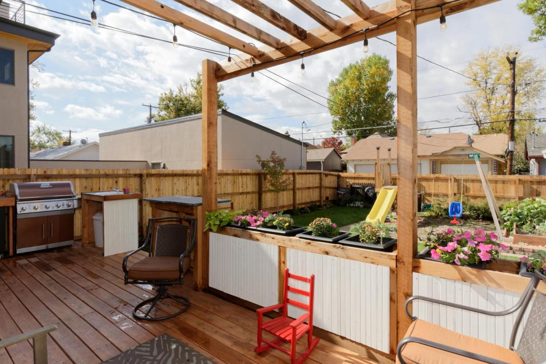 Outdoor living space at Flip 2