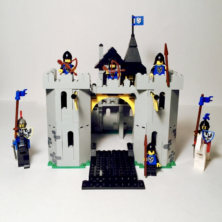 Review  Black Falcon s Fortress  6074  from 1986     The Lego Brick Guy Review  Black Falcon s Fortress  6074  from 1986