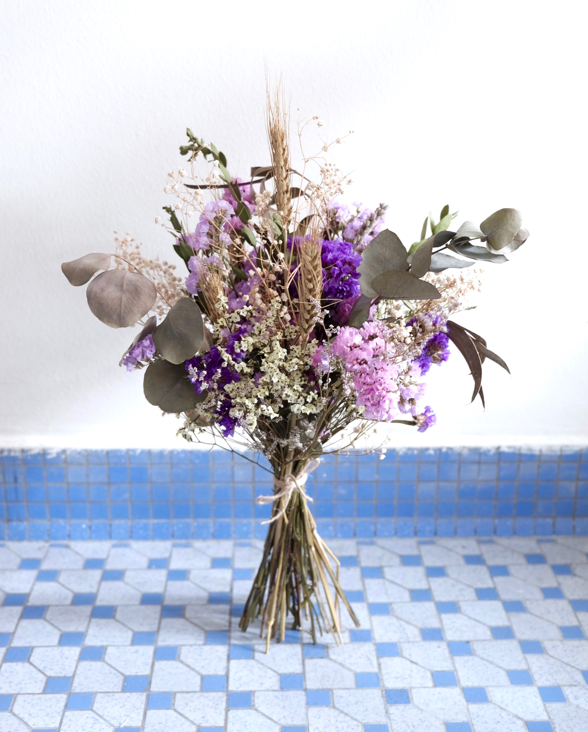 Gallery     askafrenchflowers Ask a French FlowersDried standing jpg