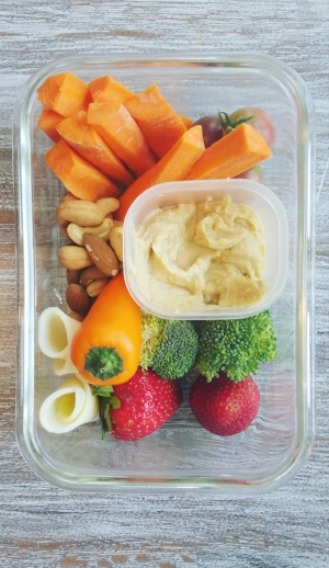 Lunch doesn't have to be complicated. If you chop your veggies before the week... it makes assembling these lunches even faster!