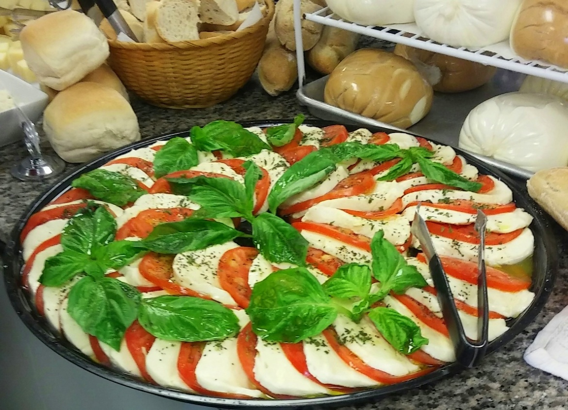 mimis mozzarella and tomato caprese