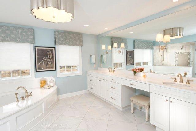 white_bathroom_interior_design.jpg